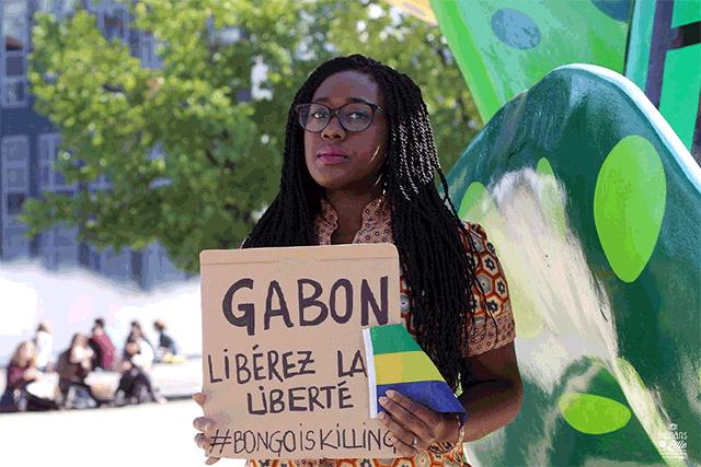 Tirer sur des gens qui ne sont pas armés, qui marchent dans la rue, voilà ce qui se passe au Gabon. Aujourd'hui, des familles cherchent encore leurs proches. Nous en étant en dehors du pays, nous sommes plus libres de parler même si il y a des intimidations.